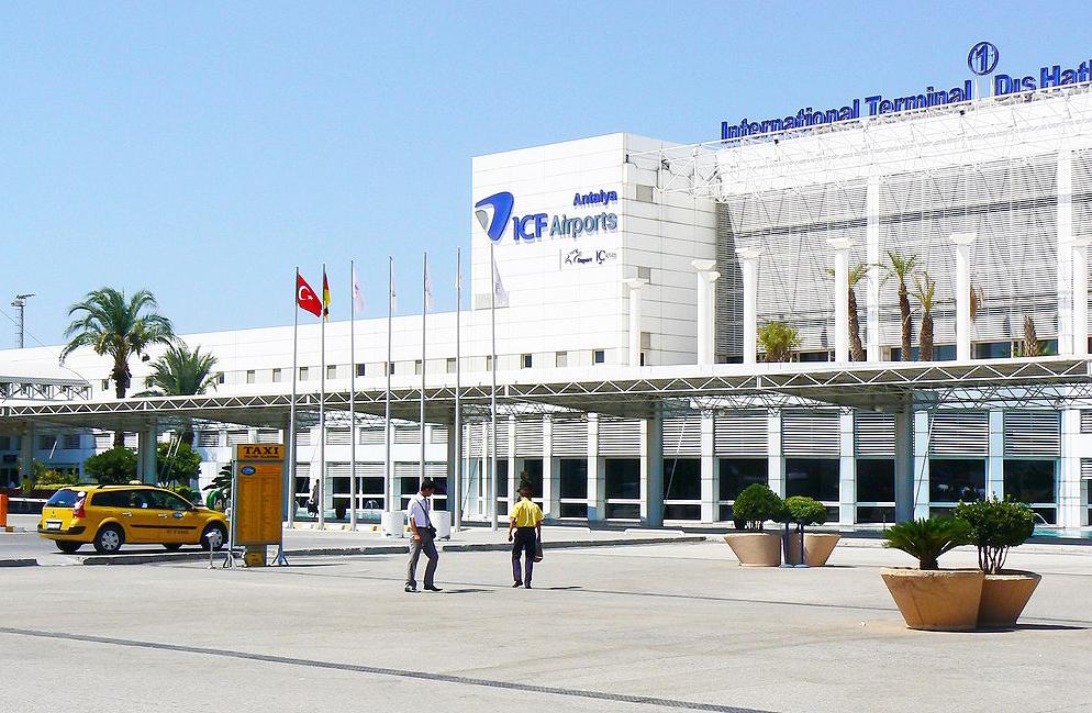 Antalya Havalimanında Yaşanan Darp Olayını Kınıyoruz