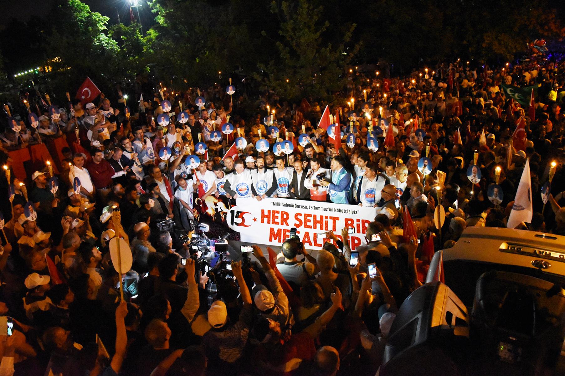 Memur-Sen Hain Darbe Girişiminin 3. Yıldönümünde Gazi Meclis'e Yürüdü